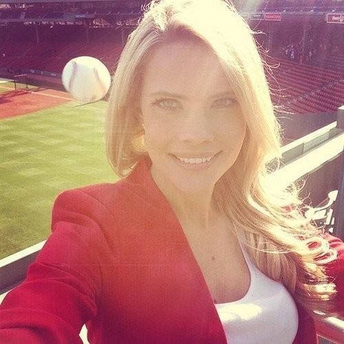 Selfie dilapangan baseball tapi kira2 apa yang terjadi selanjutnya yaa