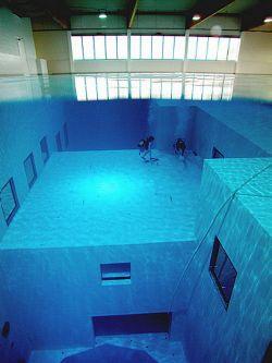Inilah Kolam Renang Terdalam Di Dunia