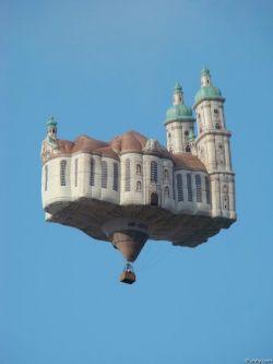 Pengen Nggak Sih Naik Balon Udara Kalo Bentuknya Kaya Gini??!!