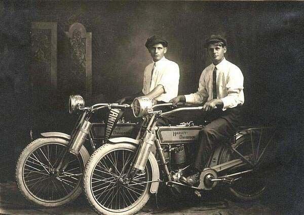 Inilah design moge (motor gede) Harley pertama