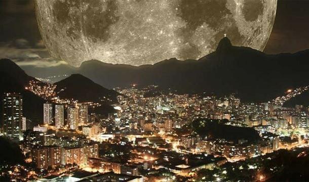 Supermoon jika dilihat dari Rio de Janiero Itu hanya hasil photoshop dan bnyak yang percaya jika foto itu nyata