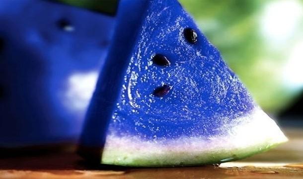 Melon Bulan Yang Tumbuh DiJepang Akan Berubah Rasa Jika Di Makan Nggak ada buah seperti melon bulan, semangka biru, atau melon yang berubah rasa. Ini hanya melon biasa hasil photoshopped.