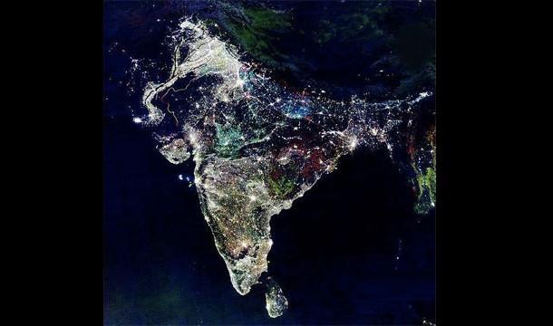 Ini India Jika di Lihat Dari Atas Saat Malam Diwali Sebenarnya, ini adalah gabungan warna palsu diambil dari India selama satu dekade yang menunjukkan bagaimana distribusi cahaya berubah dari waktu ke waktu.