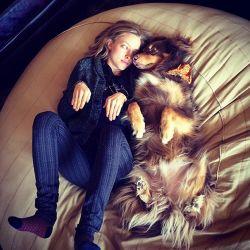 Anjing yang patuh melakukan apa yang dilakukan oleh majikannya, seperti itukah sobat Pulsker?