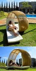 Kursi santai dengan bentuk unik dan sandaran yang nyaman, jadi enak nih buat santai s…