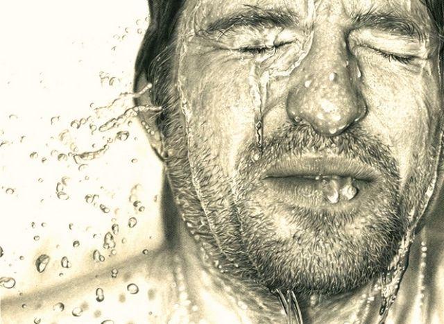 Ini bukan Ice Bucket Challenge lho, tapi benar-benar sketsa pensil yang super realistis.