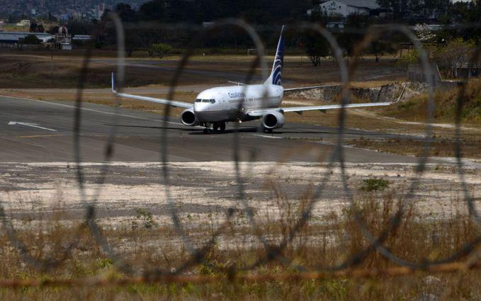 Copa Airlines (57) - maskapai penerbangan yang pernah dibajak penjahat terbodoh Panama. Seorang pria menuntut untuk diterbangkan ke Meksiko dan memegang sebuah bom palsu. Dia tidak memperhitungkan disana ada tiga agen militer di lapangan, yang seger