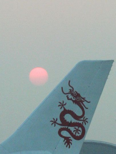 Dragonair (28) - yang terbaik dari sisanya Maskapai penerbangan jelas terbaik, menurut Skytrax, adalah berbasis di Hong Kong Dragonair, diluncurkan pada tahun 1985. Dimiliki oleh keluarga miliarder Swire, antara orang-orang terkaya di bisnis travel.