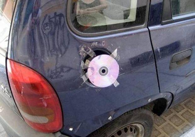 3. Tutup tangki hilang?ganti aja dengan keping CD