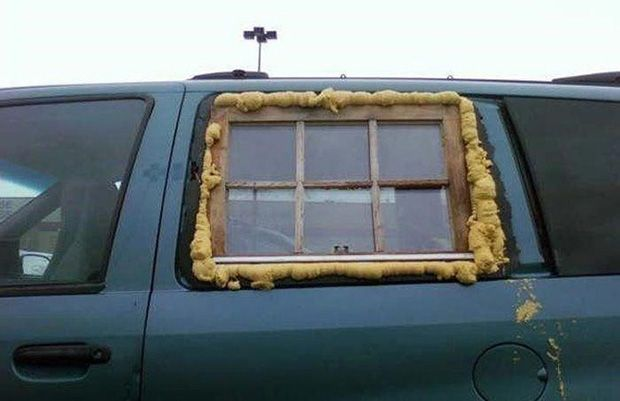 5. Jendela rumah yang disulap jadi jendela mobil, kreatif yaa