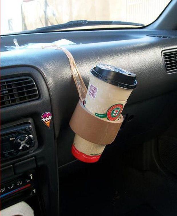10. Butuh tempat minuman didalam mobil?ganti aja pake isolasi