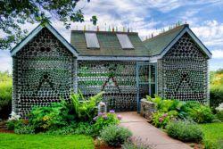 Rumah yang Dibangun Dari Bahan Daur Ulang
