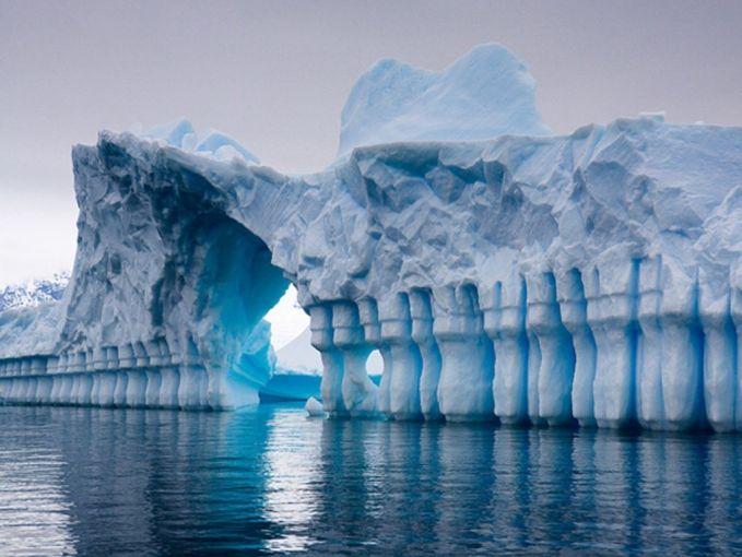 5. Nggak semua yang ada di Antartika itu es, tapi ada banyak juga air yang mencair di sana. Antartika memiliki sekitar 300 danau yang disimpan dari pembekuan oleh kehangatan dari inti bumi.