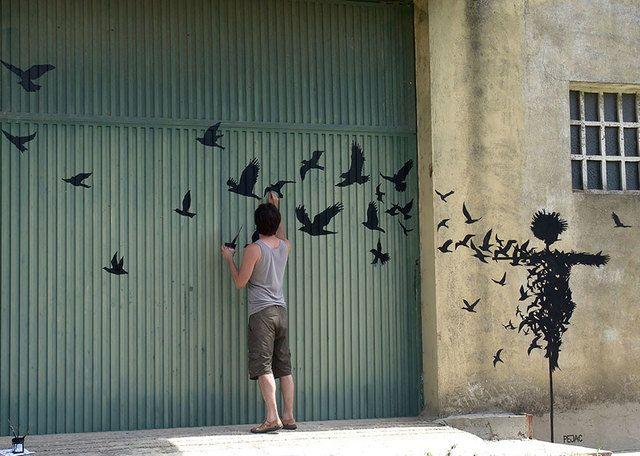 3. Melukis kumpulan burung yang terbang bebas