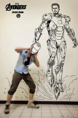 9. Rebutan helm dengan Tony Stark Iron Man :D