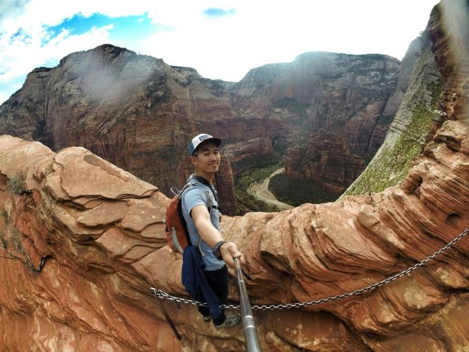 Panjat tebing curam juga oke buat selfie