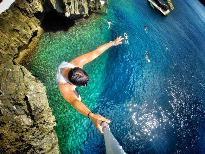 Terjun ke air dari ketinggian dan selife..Geronimo!
