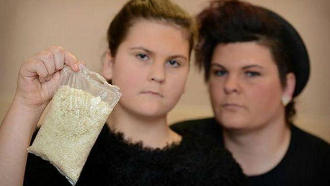 1. Belatung di Dalam Kantung Beras Kejadian ini dilamai oleh Maisy Dean di Greater Manchester. Dia sudah memasak beras tersebut 3 kali sebelum dia menemukan belatung didalamnya..hii