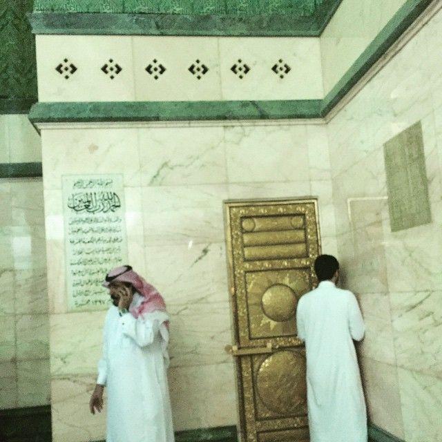 Pintu menuju atap Kabah, kemungkinan Bilal bin Rabbah menggunakan pintu ini untuk azan di atap Kabah. (sumber: ilmfeed.com)