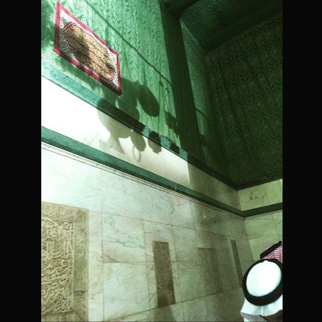 Sebuah kaligrafi di dalam Kabah. (sumber: ilmfeed.com)