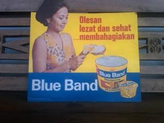 Blueband = Margarin Banyak margarin lain selain blueband. ada PALMA, FORVITAm dll. tapi entah kenapa nama BLUEBAND ini yang paling melekat.