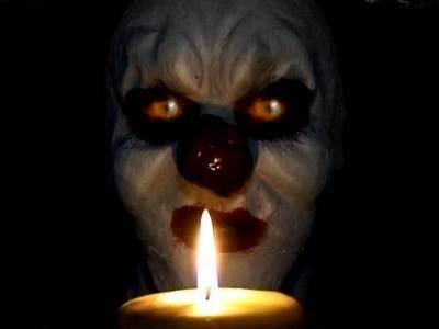 Bayangin kamu ngidupin lilin pas mati lampu terus ada dia