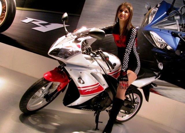 Yamaha R15 Motor ini terbilang masih muda di belantika otomotif Indonesia. Motor ini tergolong sebagai motor sport tapi tidak terlalu menguras uang. Motor ini dapat dimodif sesuai dengan selera masing-masing. Yang cukup dijamin dari motor ini adalah wanita akan merasa nyaman jika dibonceng.