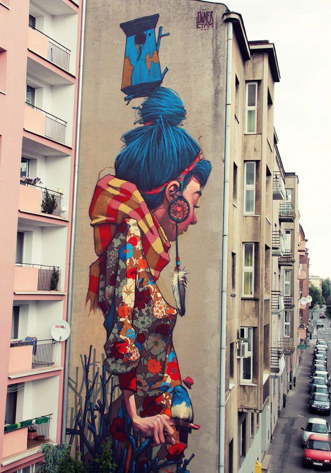Lodz, Polandia Hampir sebagian besar seni grafiti di Lodz dibuat di gedung bertingkat. Seolah-olah layar dibentangkan dari atas.