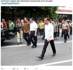 Berikut bukti bahwa Indonesia tidak takut. Jokowi tidak takut, Ahok tidak takut, Tukang Kacang Tidak Takut, Tukang Sate tidak takut, kami tidak takut:
