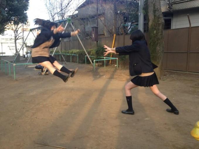 Nah, kalo ini pose kamehameha versi 2 orang yang mirip di anime sama manganya