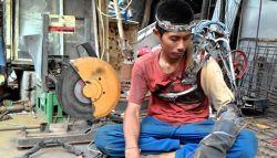 Nyata ! Iron Man Asal Indonesia, Punya Tangan Robot Untuk Bekerja Sehari Hari