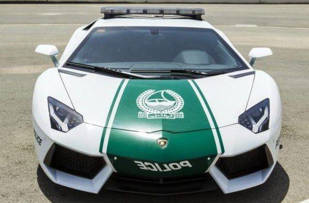 Mobil Polisi disana saja pake Mobil Sport Lamborghini Aventador