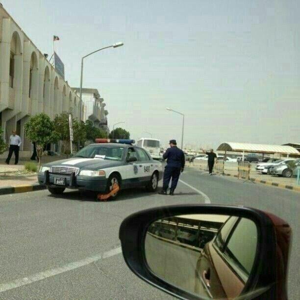 Polisi Menilang Polisi yang Parkir Sembarangan