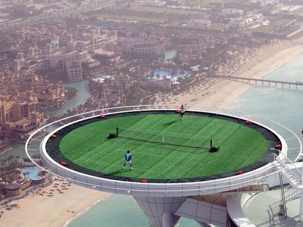 Main Tenis di Lapangan Tertinggi di dunia, apa g kebawa angin tuh bolanya