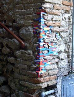 Seniman Ini Memperbaiki Tembok dengan Cara Unik, Jadinya WOW!