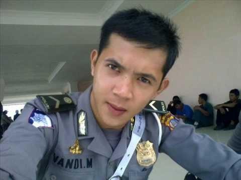 Polisi yang satu ini namanya Vandi Masie Modayang