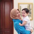 Foto Bukti ALYSSA SOEBANDONO Jadi Ibu Cantik & Hijabers Bahagia Setelah Menikah