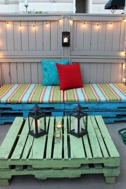 Tempat Duduk Santai yang menggunakan Pallet Kayu Bekas
