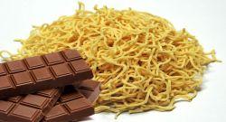 Mengerikan, Ini Jadinya Jika Makan Mie Instan Dengan Coklat