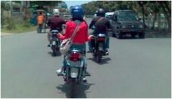 Tingkah Kocak Cewek Indonesia Kalau Lagi Naik Motor