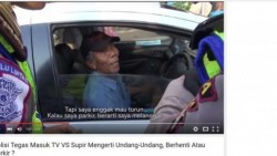 Video Polisi Tilang Sopir Taksi Yang Ngerti undang-undang berhenti atau Parkir