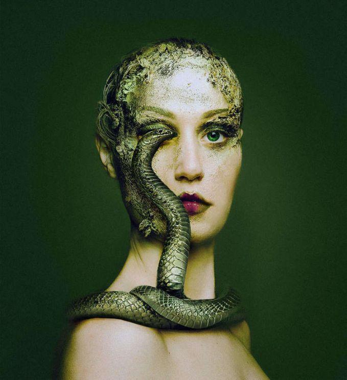 Sulit dipercaya memang jika setiap foto adalah Borsi sendiri, tapi itulah keajaiban dari makeup dan Photoshop.