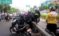 AMPUN! Begini Rupanya Pelanggaran Lalu Lintas Di Jalur Busway Jakarta