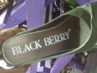 balckberry punya usaha bikin sendal juga?