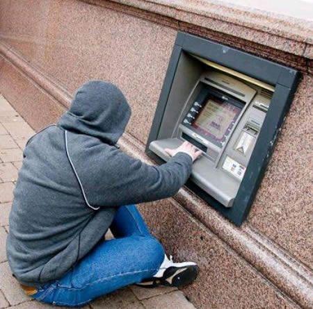 kalo ini ATM buat orang pendek..