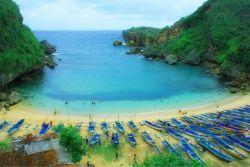 20 Pantai Eksotis Ini Ada di Indonesia, Loh, Guys!