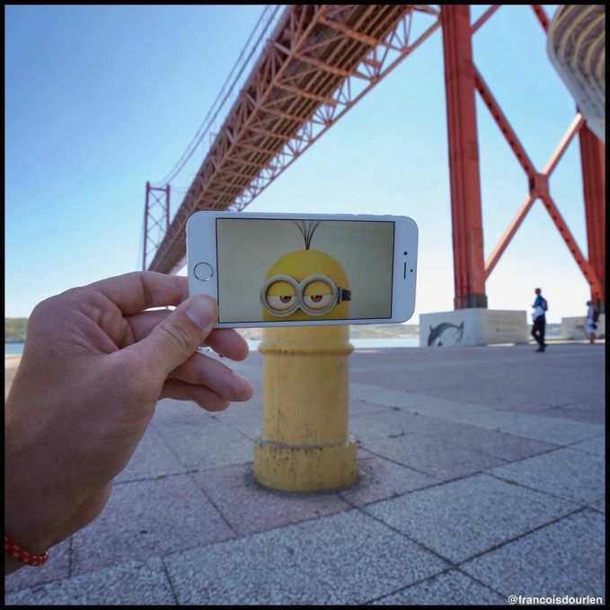 Ada minion di bawah jembatan. Kreatif kan?