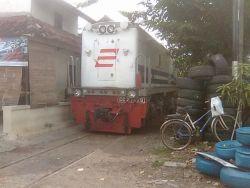 Jalur Kereta Api Paling Ekstrim di Indonesia