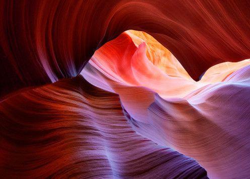 Selama ini, mungkin Anda berpikir ini adalah gambar salah satu bagian dari Grand Canyon di Arizona, AS. Tapi nyatanya, pemandangan canyon indah bentukan alam ini bukanlah di sana melainkan di Antelope Canyon. Jika ingin ke Antelope Canyon, dibutuhkan waktu 3 jam perjalanan dengan mobil dari Grand Canyon. Canyon ini terkenal di kalangan para pendaki.