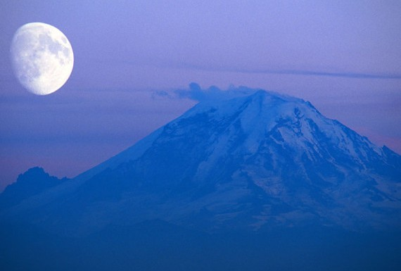 Pengambilan gambar ini masih dilakukan di daratan Amerika, tepatnya di Washington. Objek berupa gunung tersebut tidak lain adalah Gunung Rainier yang memiliki 25 gletser besar dengan danau berair tenang di bawahnya. Saat terkena pantulan cahaya bulan permukaan air danau ini akan berkilauan. Gunung ini berada di dalam kawasan taman nasional yang diselimuti padang bunga yang tak memiliki ujung.